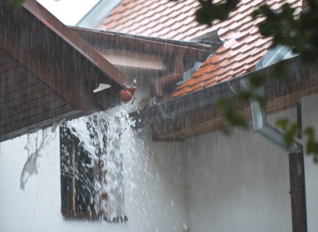 Easiest Way To Clean Gutters Easy Fall Guttering